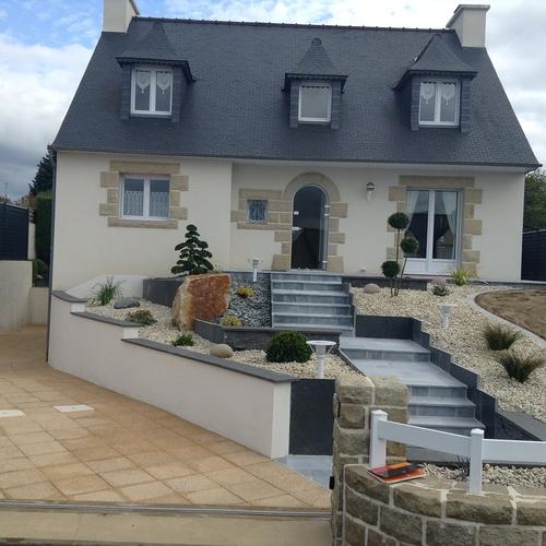Aménagement paysager de l''entrée principale de maison - Chatelaudren (22)