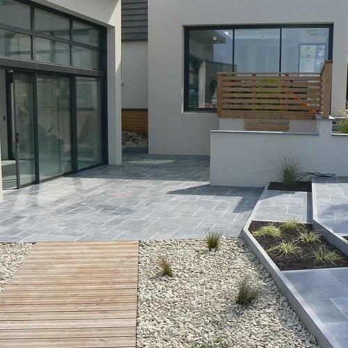 Liaison entre piscine couverte, terrasses et maison, à Trégueux