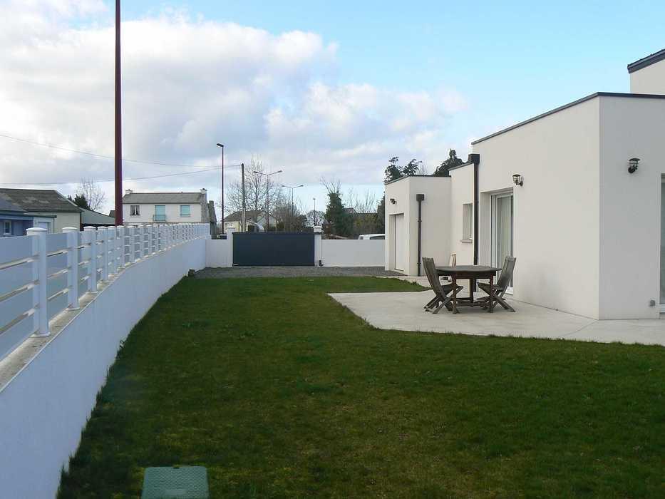 Réaménagement de la terrasse et de la cour - HILLION p1320096