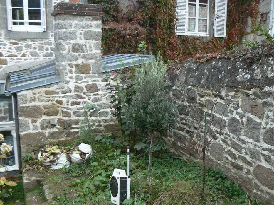 Aménagement d''un espace terrasse dans un jardin de ville - SAINT-BRIEUC p1220767